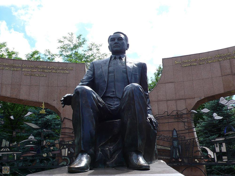 the-first-president-nursultan-nazarbayev-in-sculpture2-s