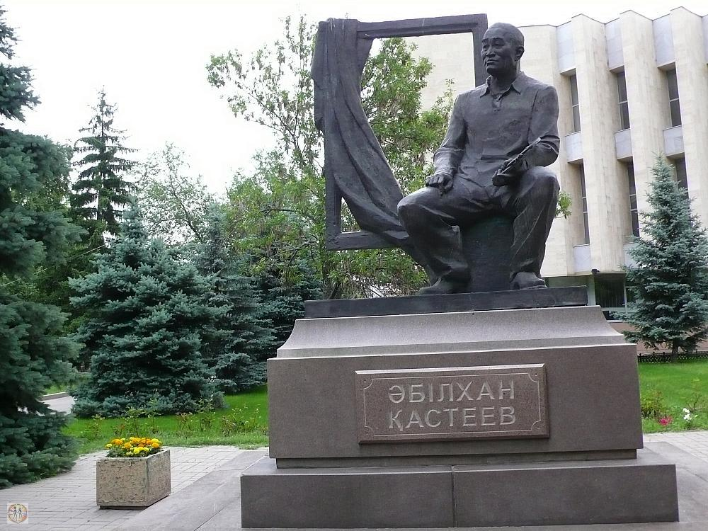 sculpture-of-abylkhan-kasteev-1904-1973-the-people-s-artist-of-republic-of-kazakhstan-in-front-of-almaty-kasteev-state-museum-of-arts-s