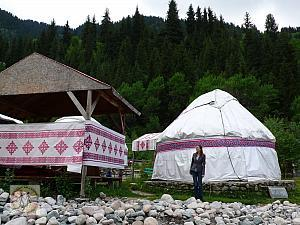 nina-nomad-tent-by-the-road-to-big-almaty-lake2