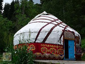 nomad-tent-almaty-w-beautiful-design