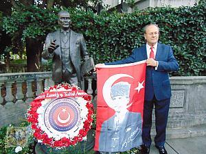 ataa-visit-to-ataturk-sculpture-bu-8789