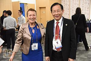 reception-w-dr-hong-20160531f-d02-0675 resize