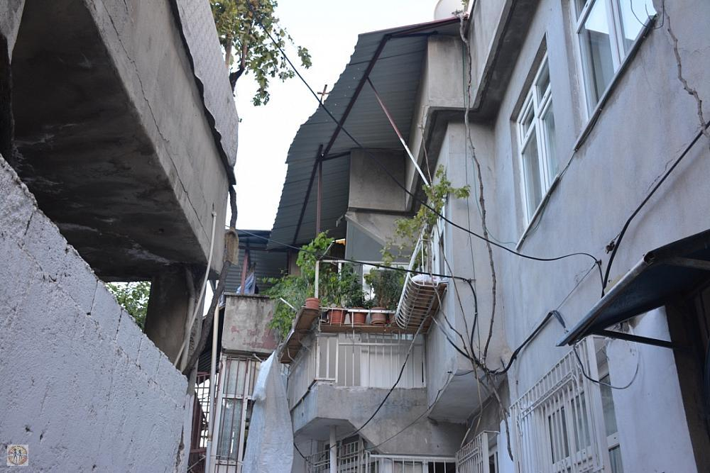 kahramanmaras-narrow-street-apartments