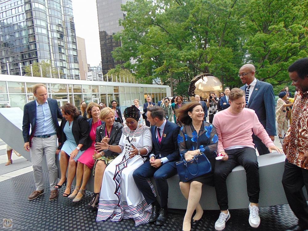 un-norway-peace-bench-amb-and-minister-of-norway-and-dignitaries