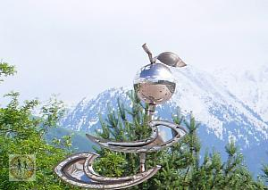 almaty-sculpture-apple-reaches-to-mountain-s3