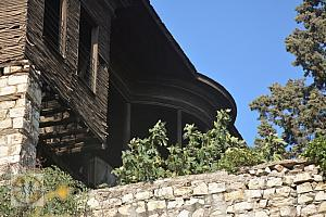 kahramanmaras-old-wooden-nd-stone-house-with-balcony-2595