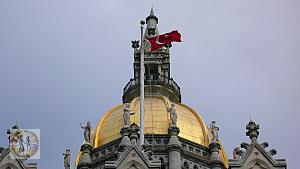 hartford-capitol-building-w-turkish-flag-dome